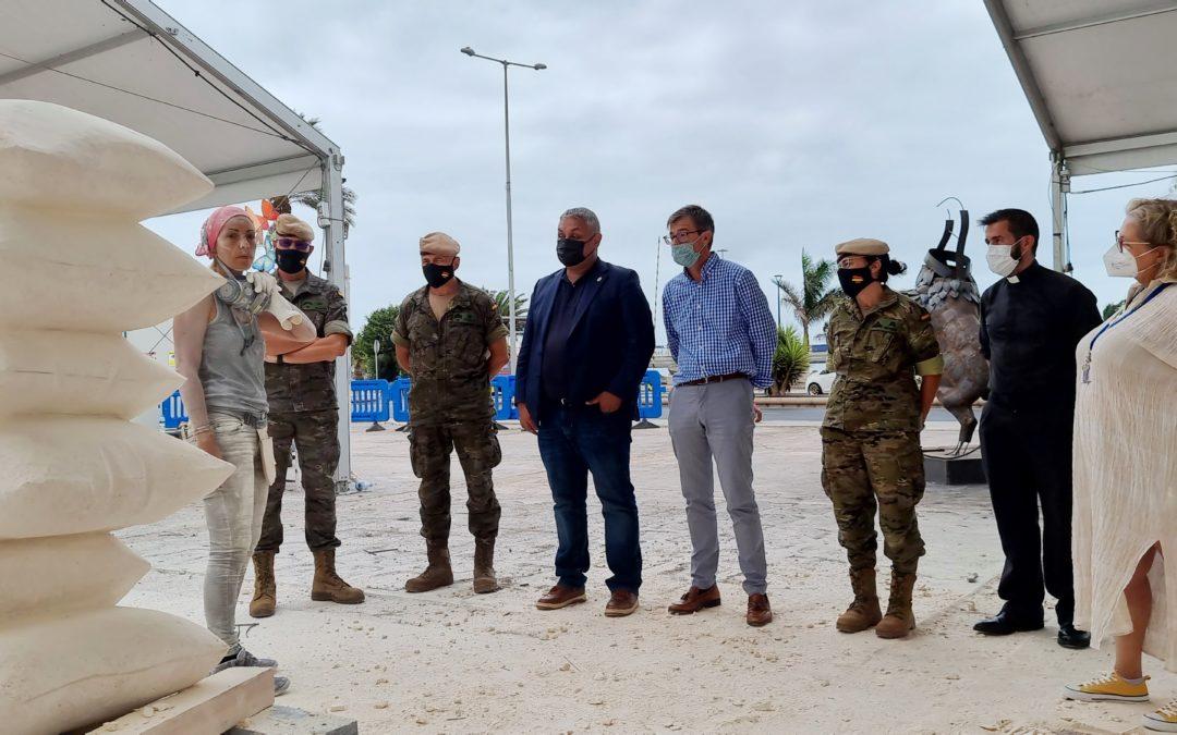 El alcalde pone en valor el gran trabajo realizado por los escultores y escultoras en la recta final del Simposio Internacional de Puerto del Rosario