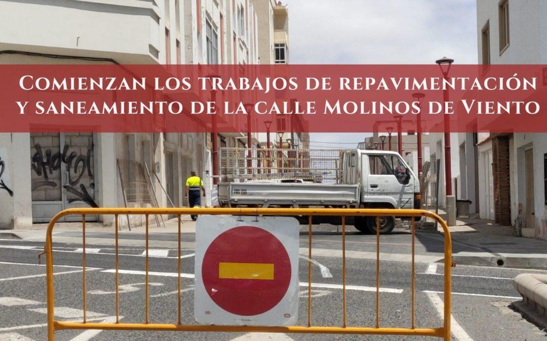 Comienzan los trabajos de repavimentación y saneamiento de la calle Molinos de Viento