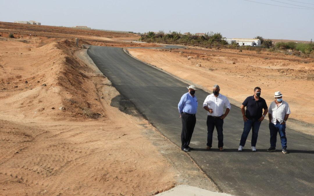 El Ayuntamiento culmina el asfaltado de un kilómetro y medio de caminos de tierra en La Ampuyenta