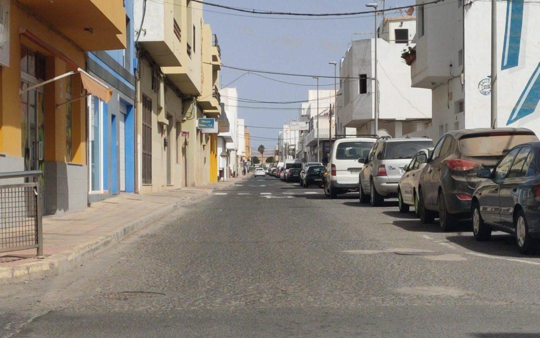 El Ayuntamiento reasfaltará varias de las calles más transitadas de El Charco tras sacar los trabajos a licitación