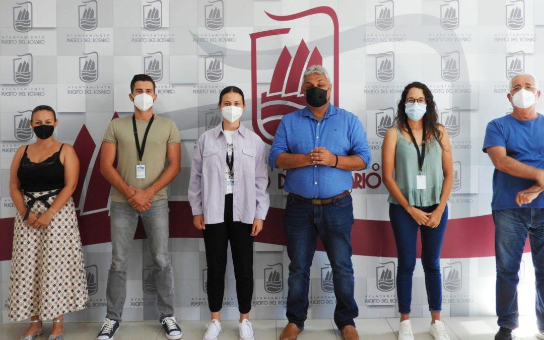 Varios estudiantes realizan sus prácticas formativas en el Ayuntamiento en colaboración con el Cabildo