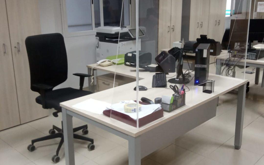El Ayuntamiento renueva después de 20 años su mobiliario y material en oficinas y atención al público