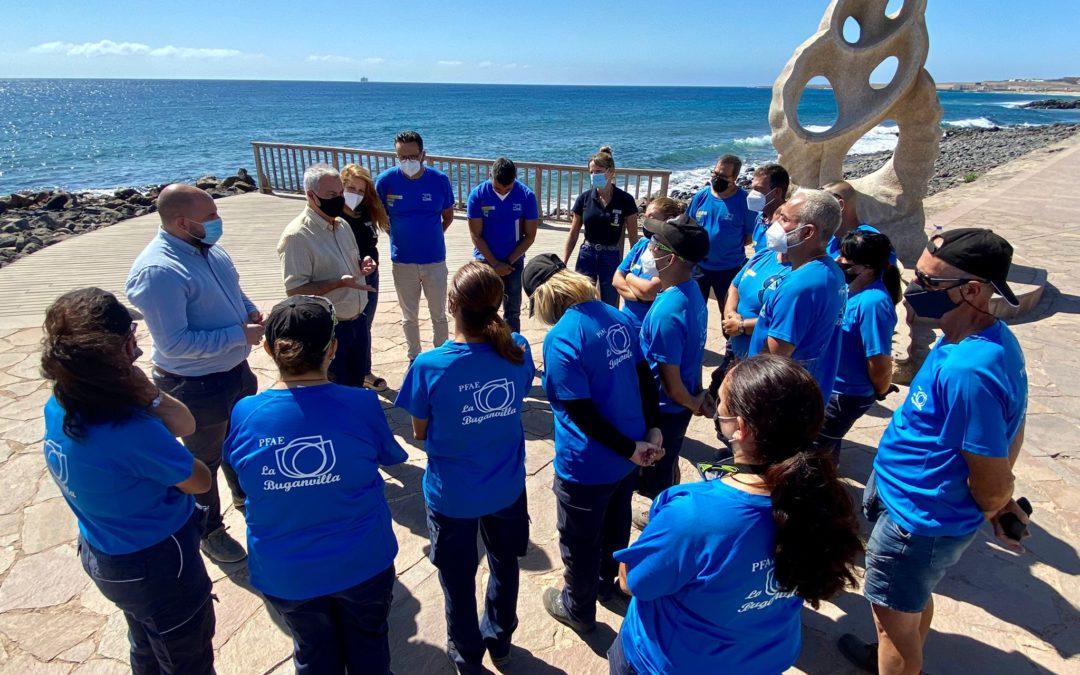 David Perdomo y el jefe de sección de los PFAE del SCE, Antonio Ojeda, visitan al alumnado de los programas de empleo de Puerto del Rosario
