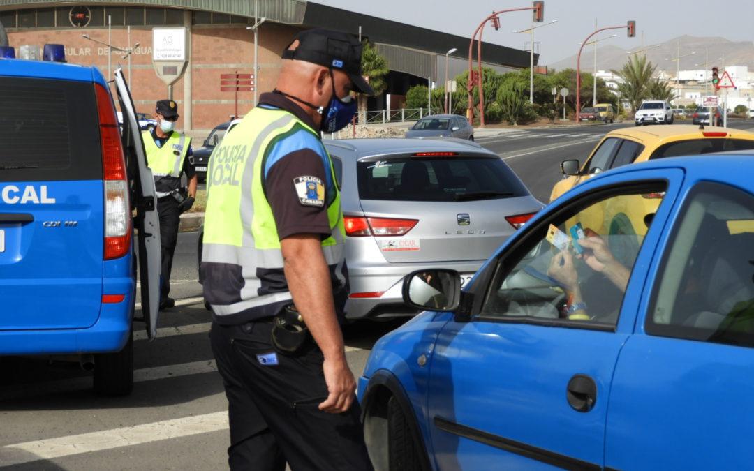 La Policía Local de Puerto del Rosario realiza controles de tráfico y vela por el cumplimiento de las medidas de prevención y contención de la Covid-19 en el municipio
