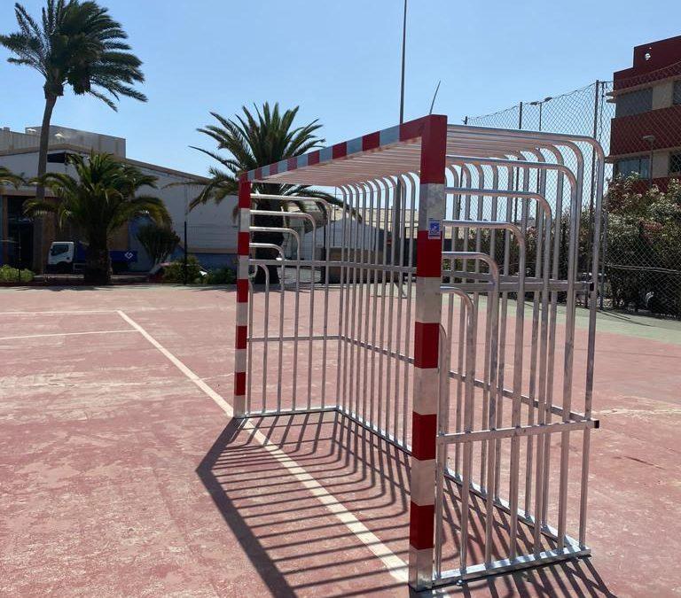 El Ayuntamiento instala nuevas porterías antivandálicas en varias canchas deportivas al aire libre