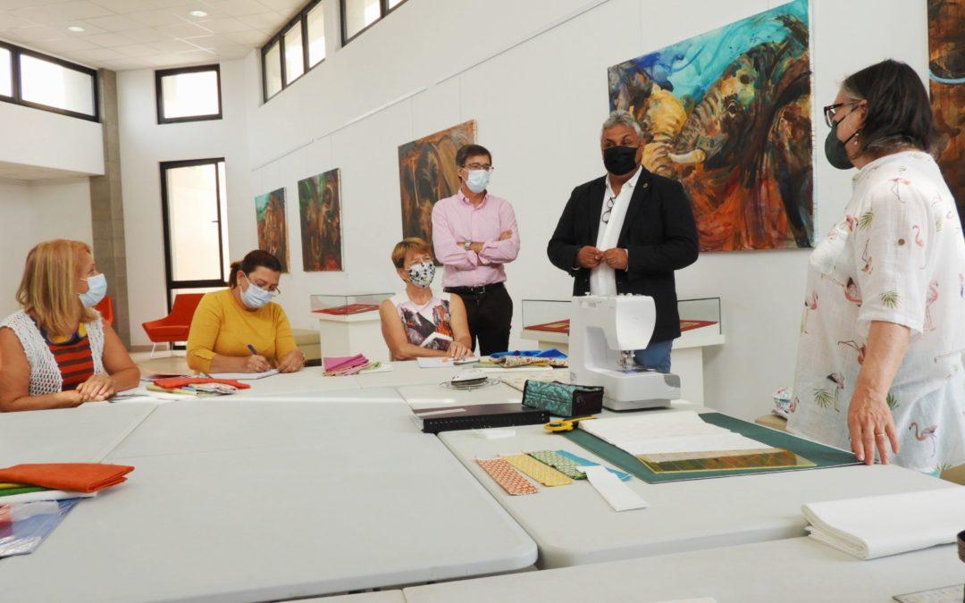 Da comienzo la segunda edición de los talleres de costura creativa y almazuelas y patchwork en la Casa de la Cultura