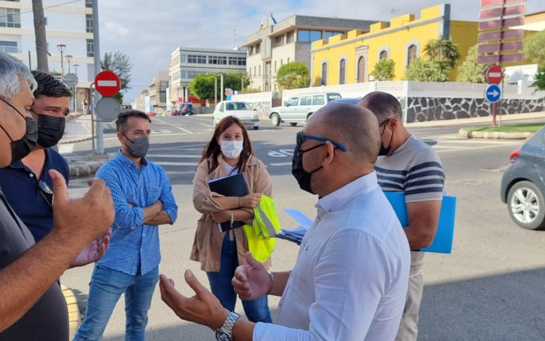 Comienzan las obras para incorporar la nueva miniglorieta que dará fluidez al tráfico entre las calles León y Castillo y Secundino Alonso