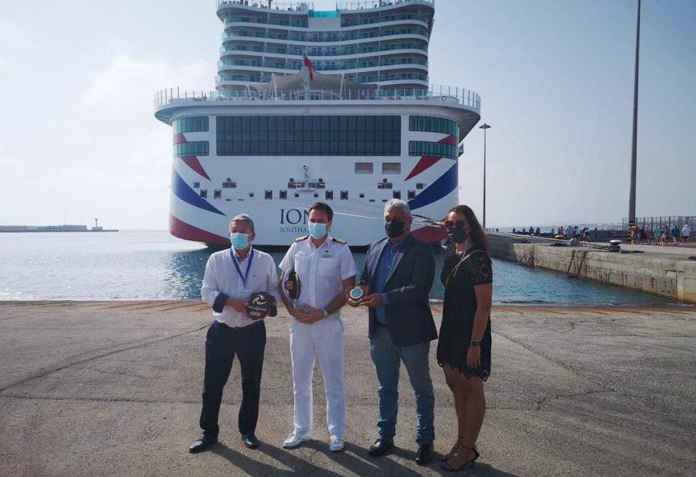 El primer crucero de la temporada vuelve a llenar de vida la capital