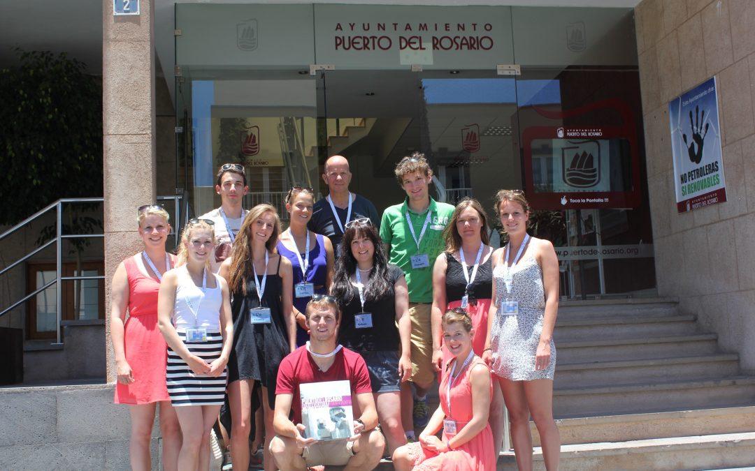 Estudiantes de turismo de Suiza visitan Puerto del Rosario