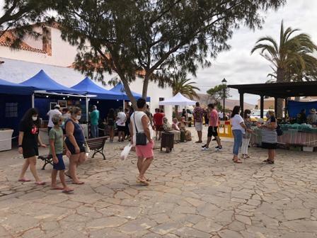 Nuevo éxito de participación en el Mercado Artesanal de Tetir de agosto