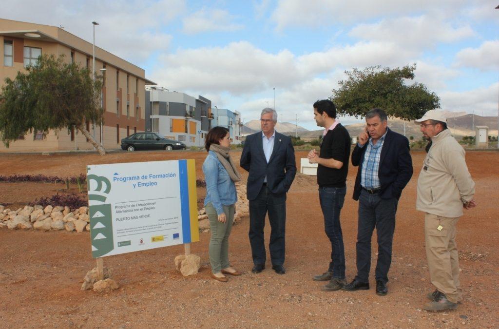 Zonas ajardinadas de Rosa Vila y El Matorral se mejoran con el PFAE «Puerto mas Verde»