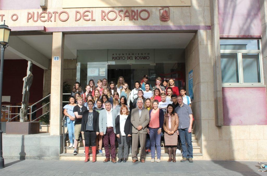 El Ayuntamiento recibe la visita de un grupo de alumnos de intercambio cultural