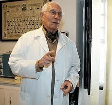 ARÍSTIDES HERNÁNDEZ MORÁN DONA TODAS SUS PUBLICACIONES MÉDICO-SANITARIAS A LA BIBLIOTECA PÚBLICA MUNICIPAL