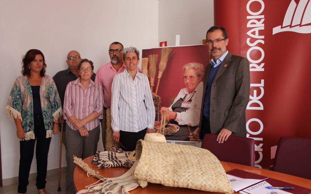 La Casa de la Cultura ya dispone de una destacada muestra de la labor artesana de Dña. Catalinita