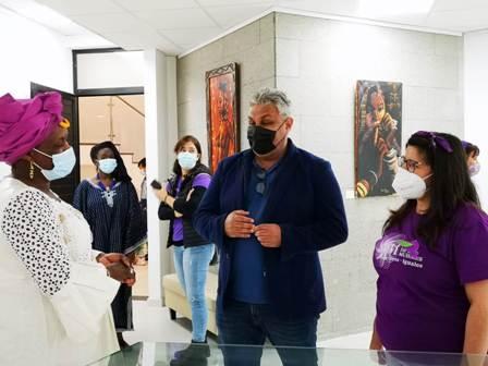 Puerto del Rosario inaugura la Exposición de Pintura 'El papel de la Mujer en la sociedad africana'