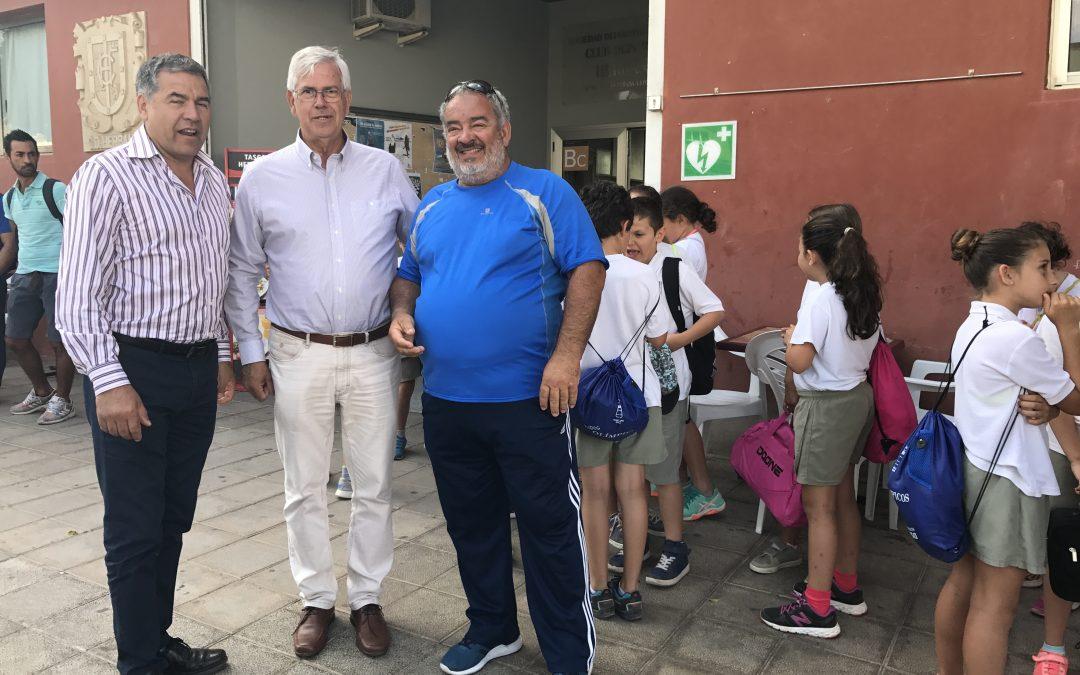 Más de quince años enseñando a nadar a los más chicos de Puerto