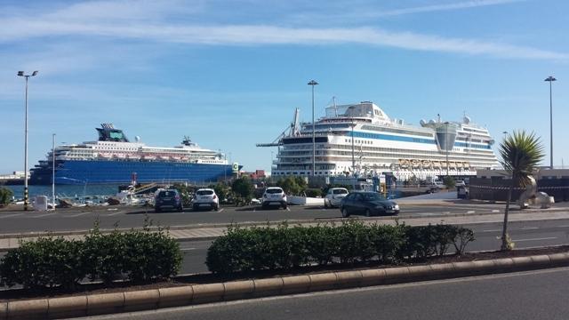 Tres cruceros llegan a Puerto del Rosario en dos dias