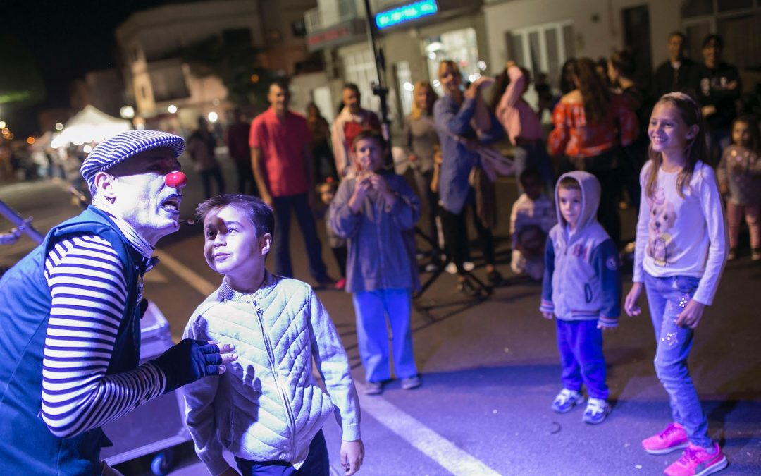 Las calles se llenan de gente con «Salporpuerto y noche Blanca»