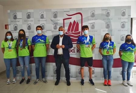 Jiménez felicita a nadadores del Club 'Las Escuevas' por su éxito en el Campeonato regional