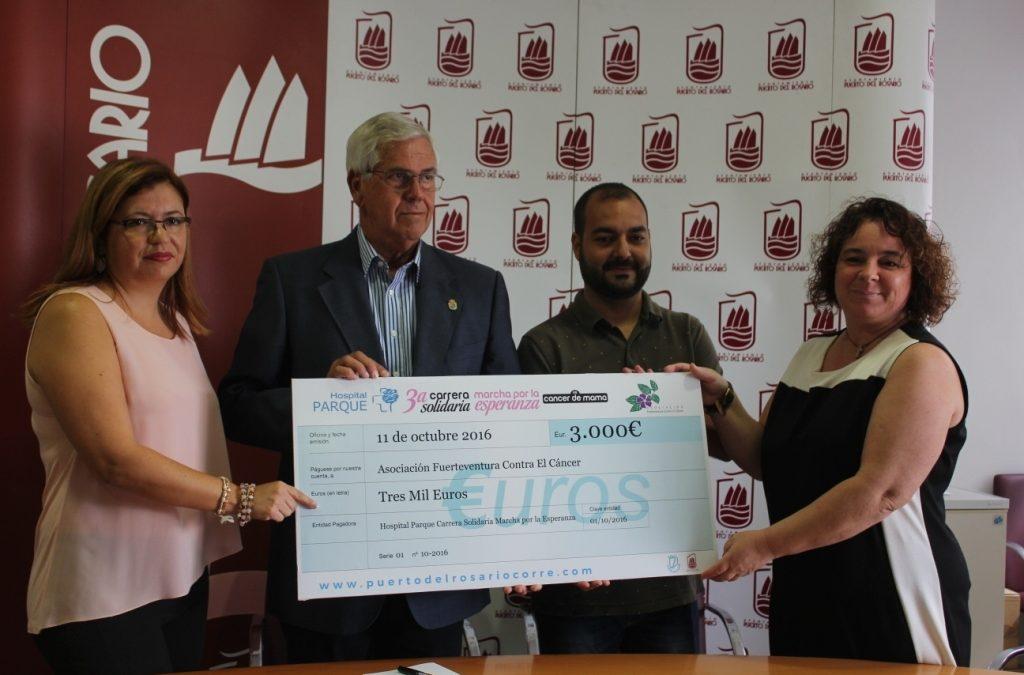 Cheque  solidario de 3.000 € para «Fuerteventura contra el Cáncer»