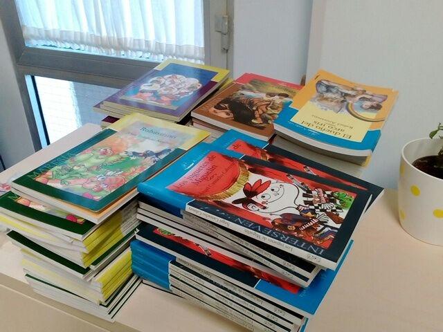 Entrega de libros a los centros educativos del municipio
