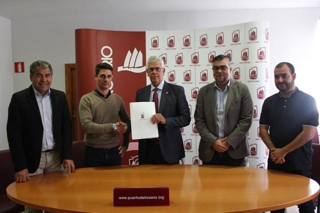 Firma de contrato para reposición de césped de Risco Prieto en Puerto del Rosario