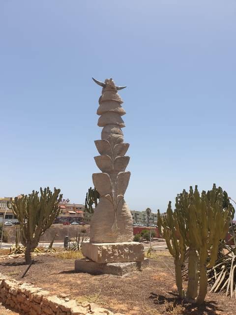 La escultura 'Cactus', de Xavier González, ya luce en Puerto del Rosario