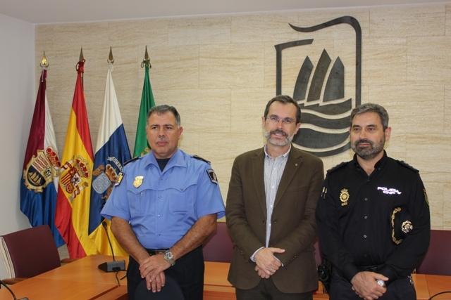 El Ayuntamiento agradece el trabajo realizado por el  Comisario Jefe del CNP, D. Jesús Redondo.