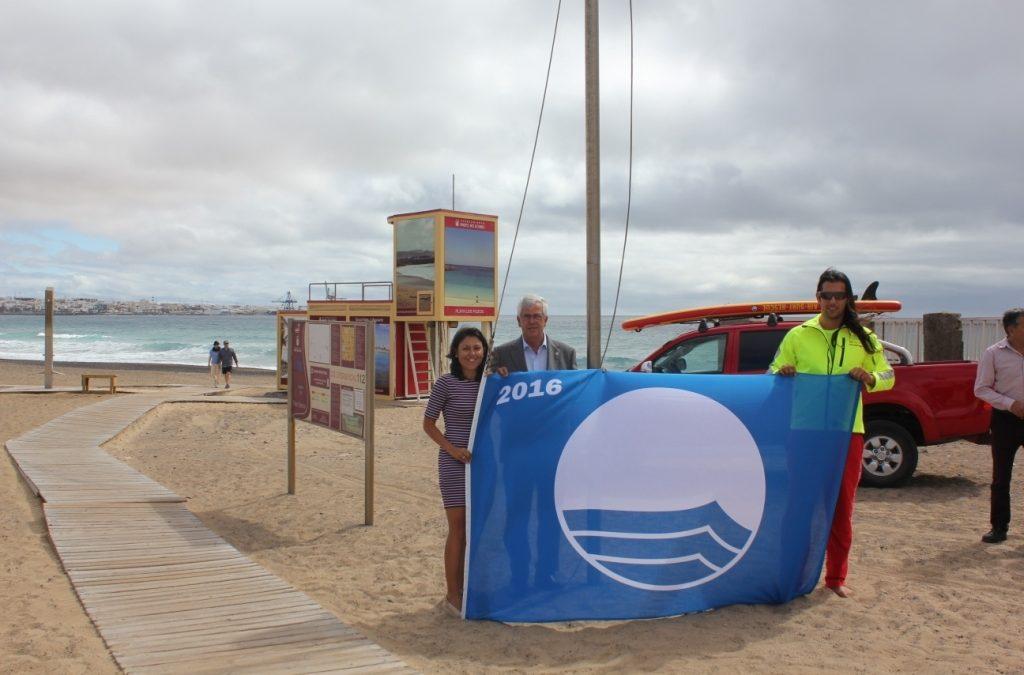 Tres banderas azules y servicios de vigilancia y socorrismo activos