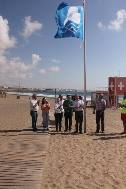 Playa Blanca iza por sexto año consecutivo la bandera azul