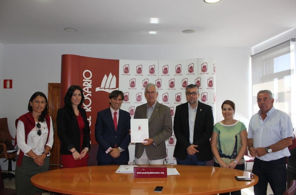 Firma del contrato para la adquisición de siete nuevos vehículos municipales