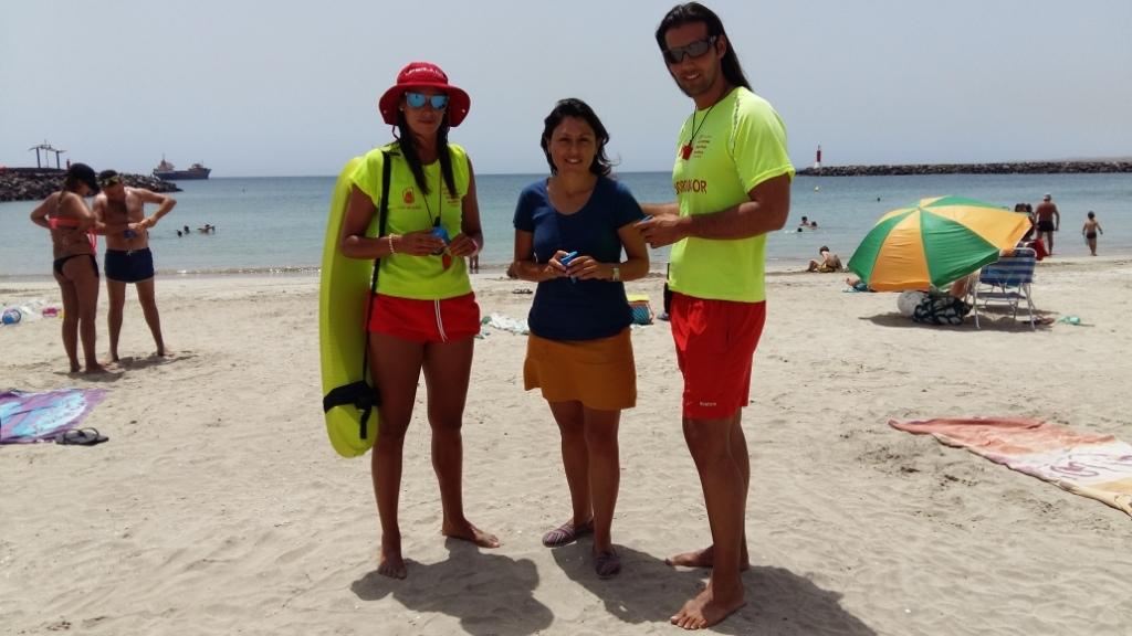 Reparto de ceniceros en las 3 playas del municipio con bandera azul