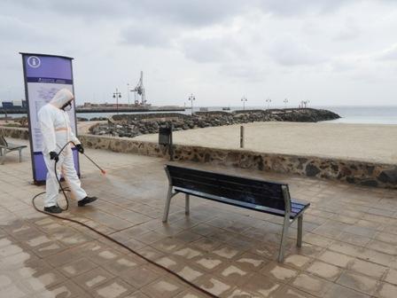 Puerto del Rosario continúa llevando a cabo la limpieza y desinfección en el municipio