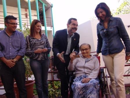 EL ALCALDE ENTREGA LA «TARJETA DORADA» NÚMERO 500