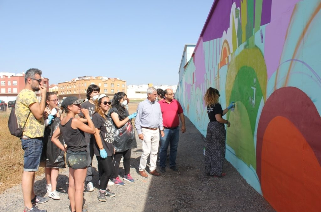 Visita al mural colaborativo  del muro de la Central Eléctrica de El Charco