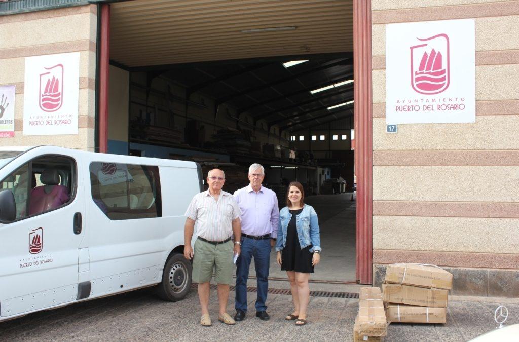 El Ayuntamiento entrega una carpa a la AAVV de Los Molinos