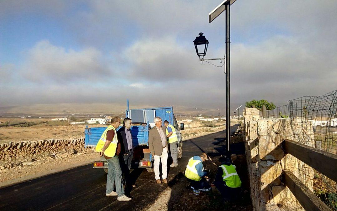 Nuevas farolas y asfaltado  para Ampuyenta