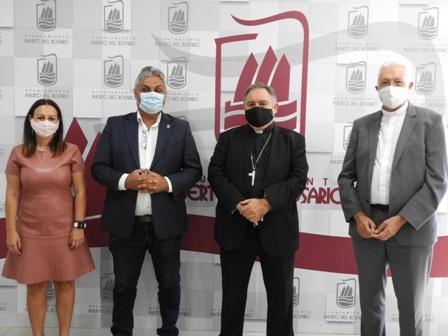 El alcalde Juan Jiménez recibe al nuevo Obispo de la Diócesis de Canarias, José Mazuelos