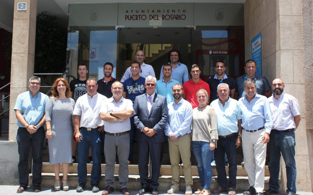 El Ayuntamiento de la capital recibe al Unión Puerto