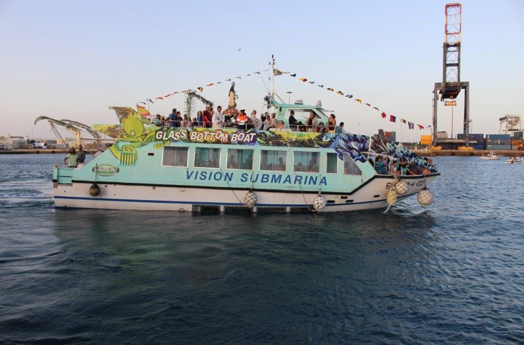 Festividad de la  Virgen del Carmen con una procesión marítimo terrestre
