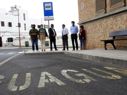 La capital pone en marcha la mejora de la accesibilidad de 11 marquesinas municipales
