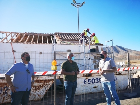 El Ayuntamiento restaura la cubierta de la ermita del cementerio de Casillas del Ángel