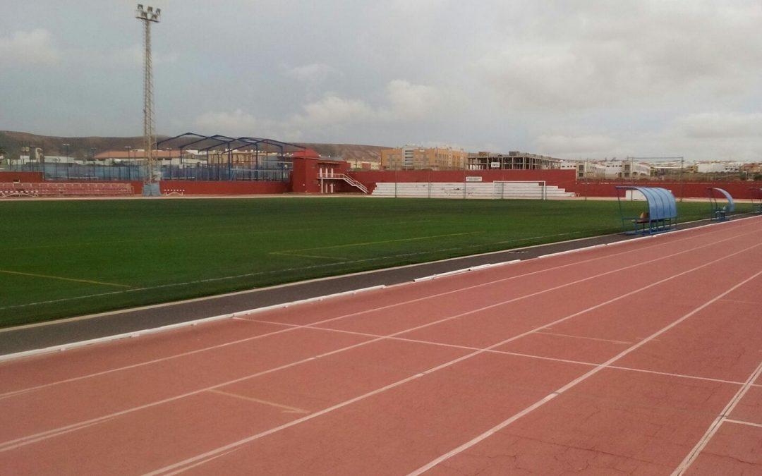Renovación del césped artificial del Estadio de Risco Prieto