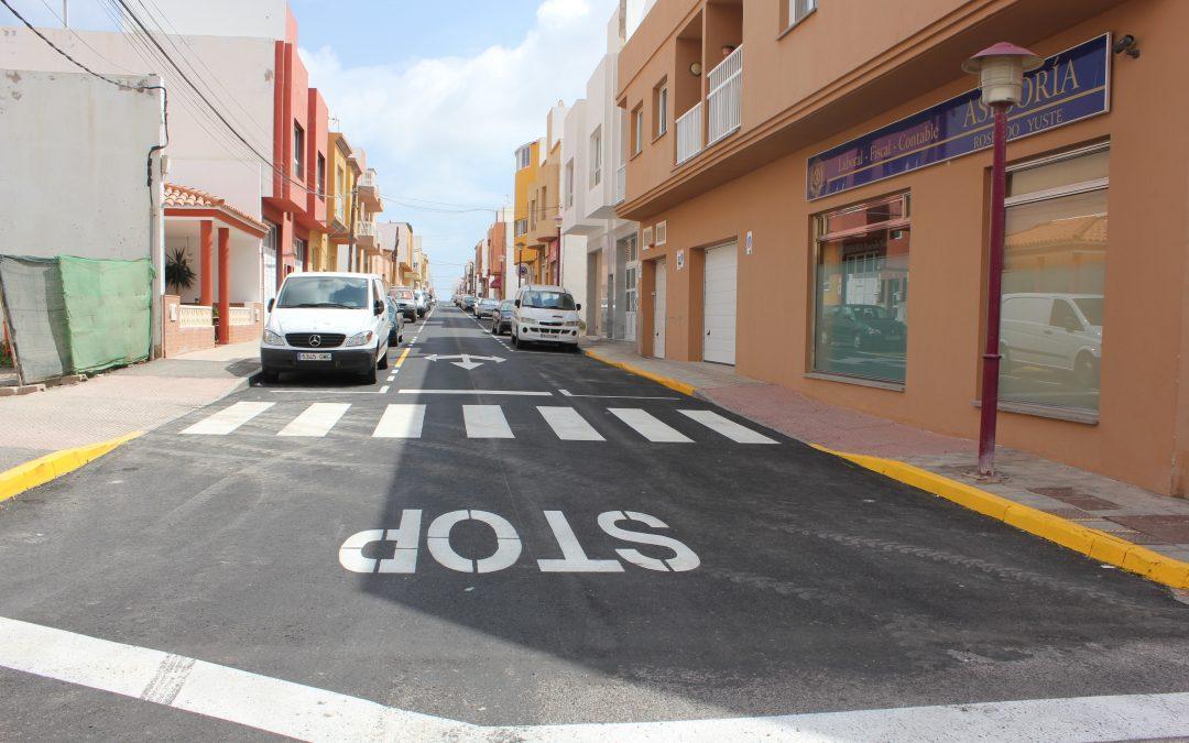 Nuevo saneamiento, asfaltado y señalización en las calles La Libertad y Palmera Canaria