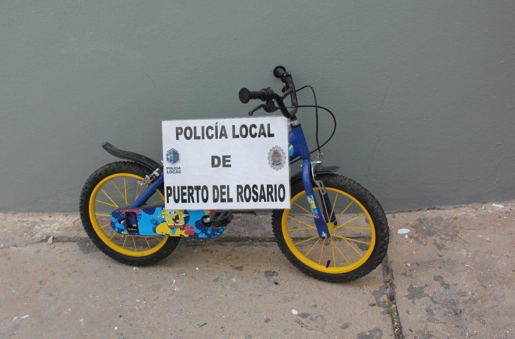 Bicicleta abandonada espera por su dueño