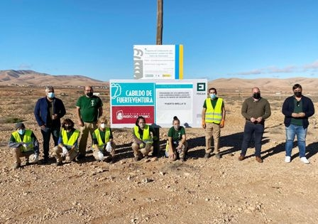Puerto Brilla II acondiciona el pueblo de El Almácigo con una acometida de limpieza integral