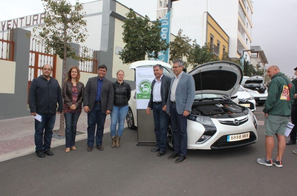 Visita a Ia Iª Muestra Insular de Vehículos Electricos