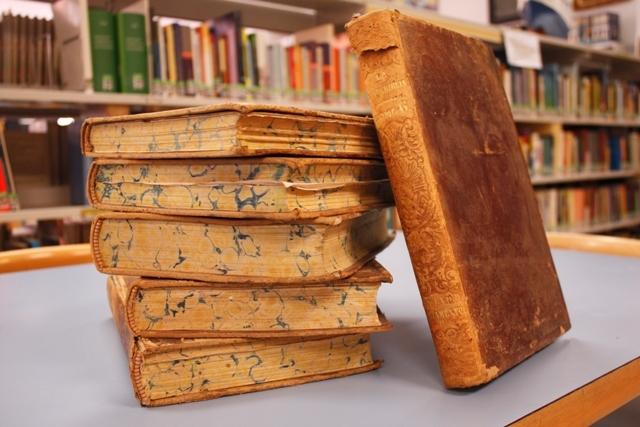 Una donación dota a la biblioteca municipal de una obra del S.XIX