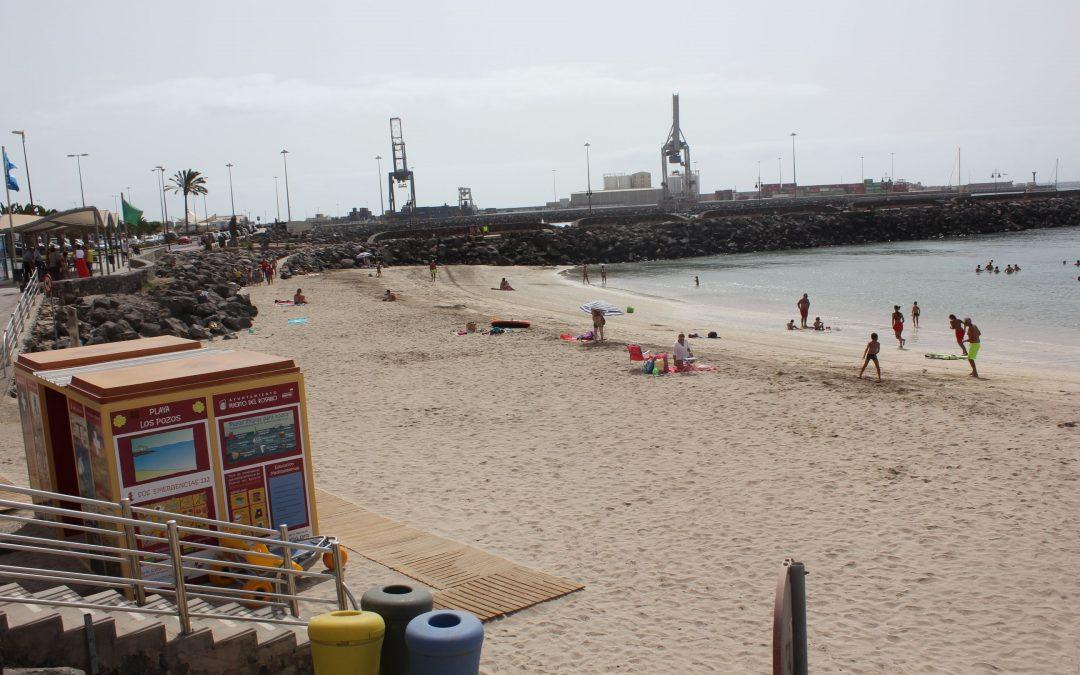 Se presenta la biblioteca de playa en Los Pozos