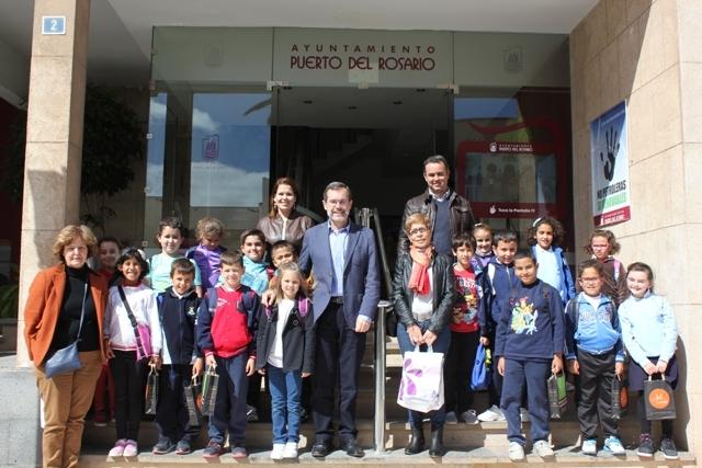 Estudiantes del CEO de Antigua visitan el Ayuntamiento